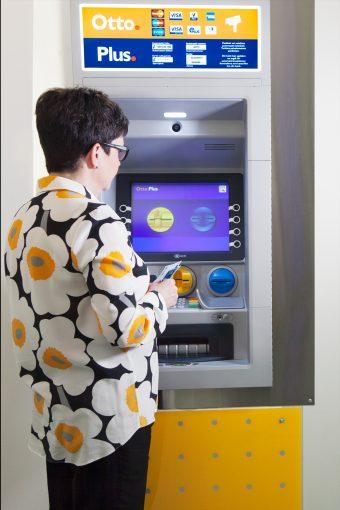 OttoPlus-automaatti ja käyttäjä